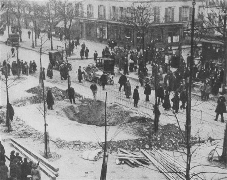 Picture of Crater of a Zeppelin bomb in Paris