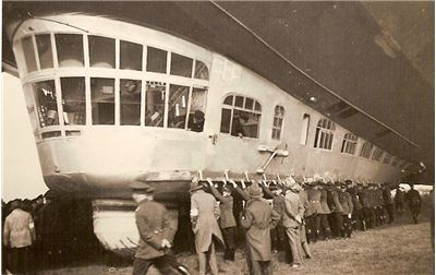 Picture - People holding down Graf Zeppelin LZ 127